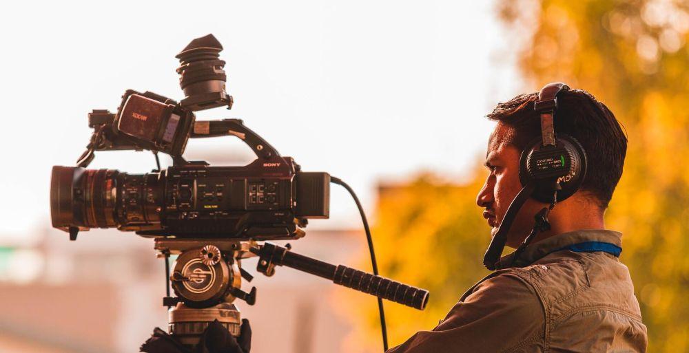 Nikdo učený z nebe nespadl. Do školy chodí i filmaři!